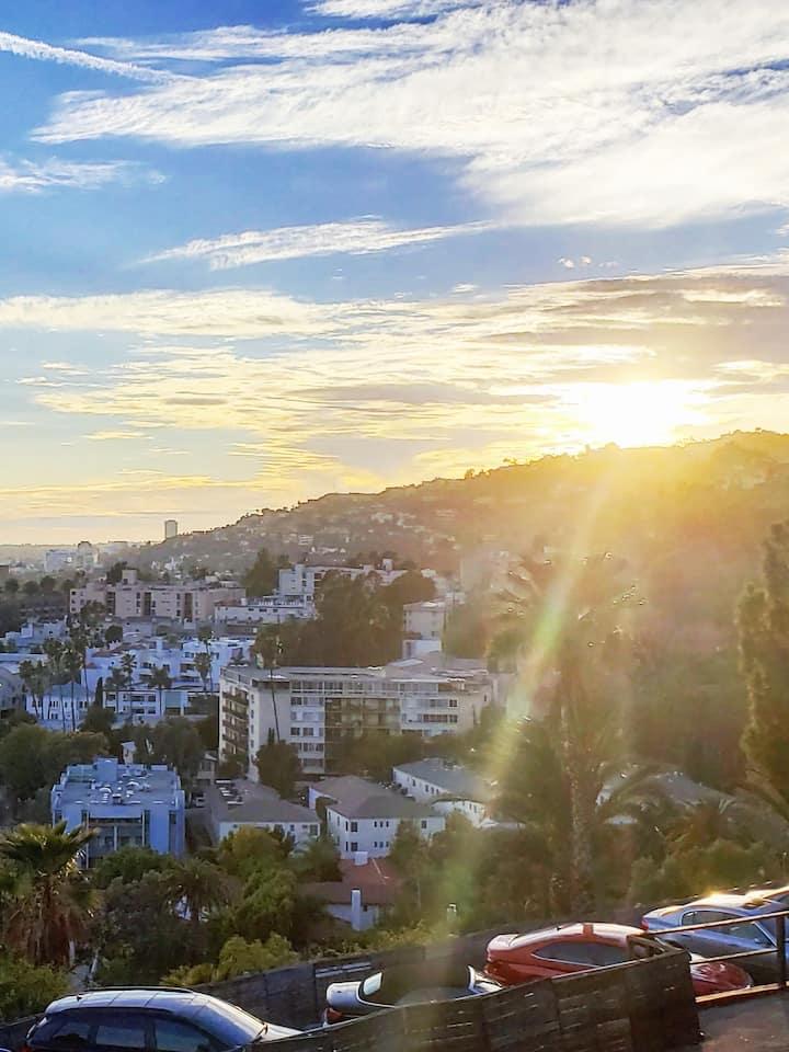 Tour Hollywood at dusk