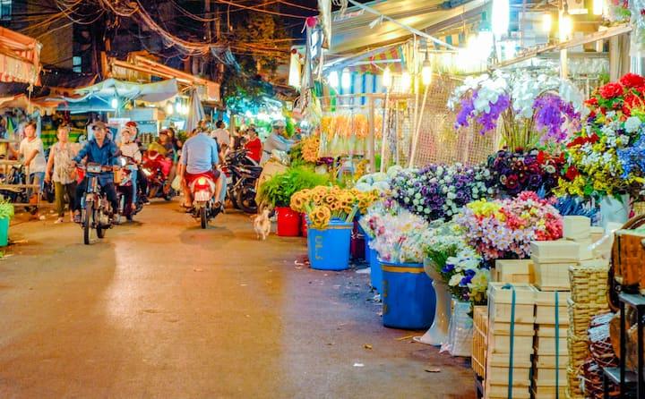 The Biggest Flower Market in Saigon