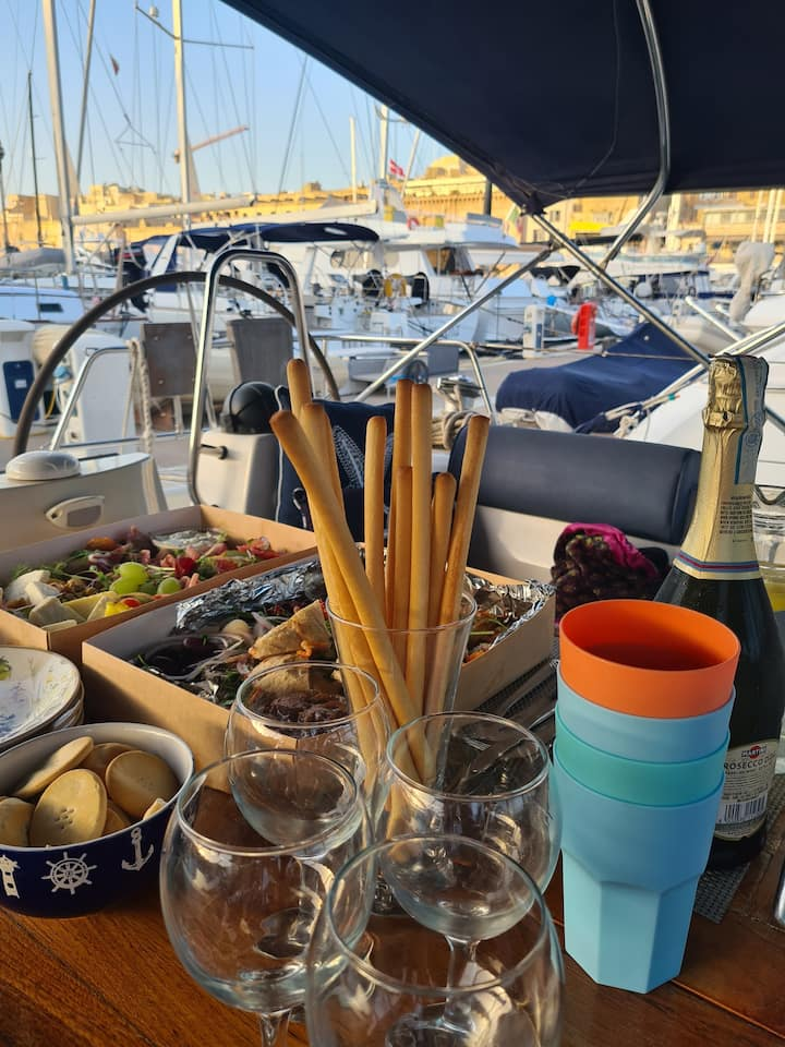 Get stuck in to yacht dining!