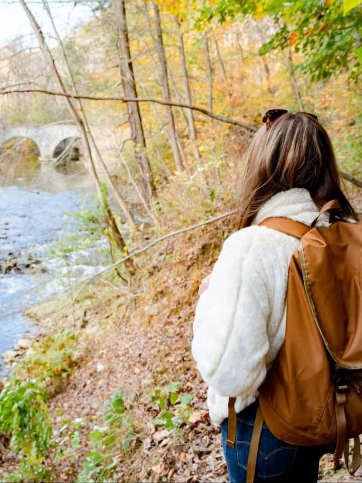 A knowledgable host will guide your hike