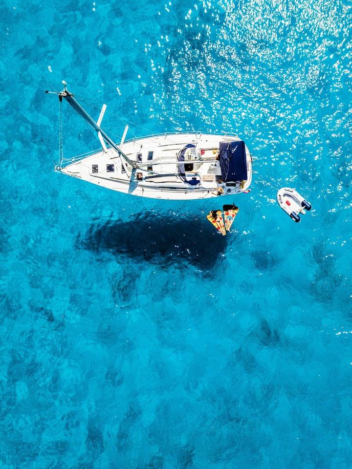 A bord de bateau a moteur ou voilier
