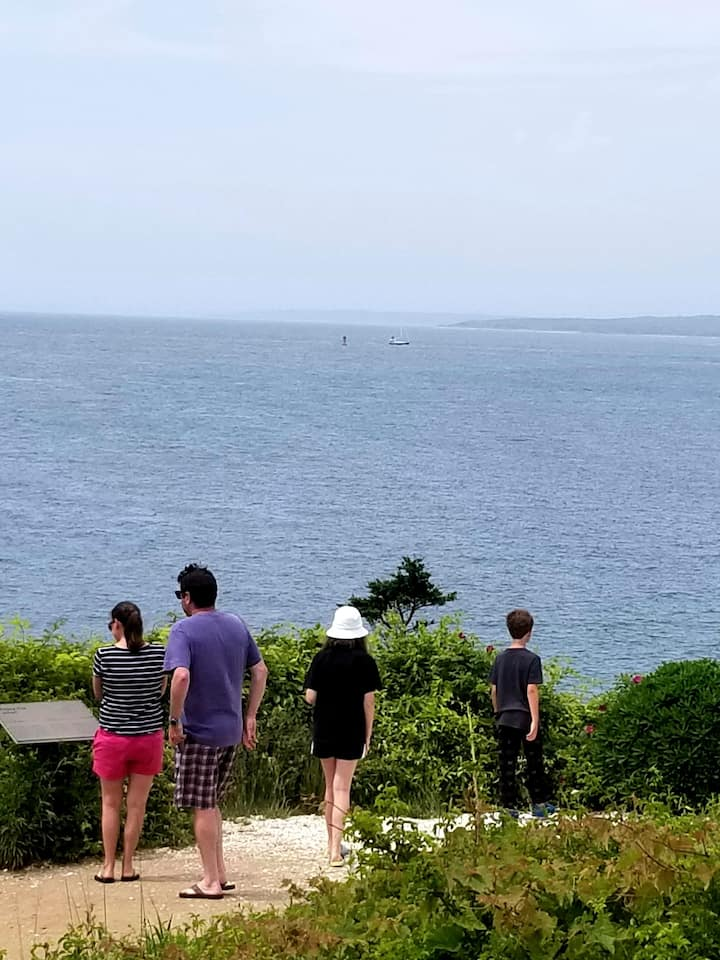 Guests enjoying the cliff view