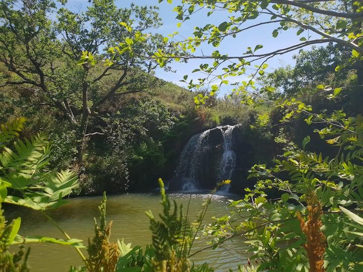 Cascade cachée de l'Uzkaingo Erreka