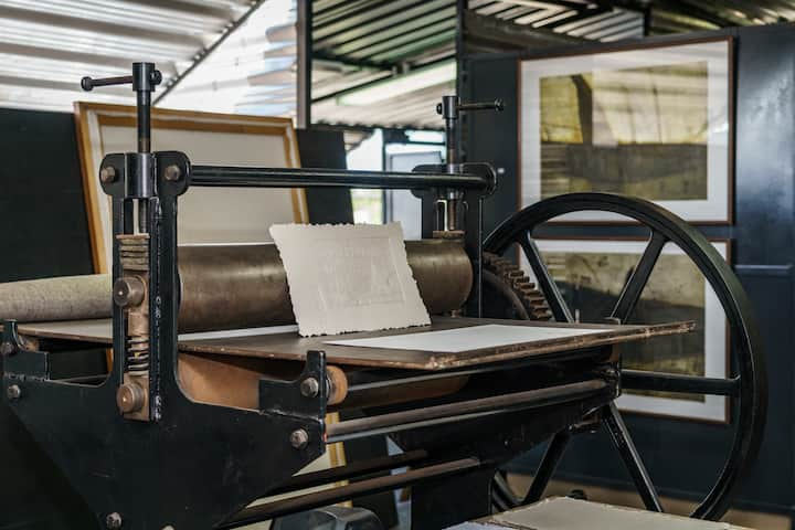 Make your prints using a traditional press