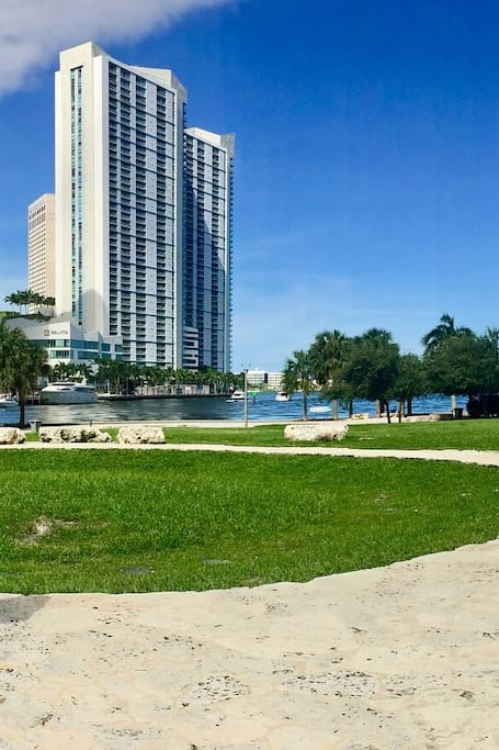 City of Miami sightseeing tour by car