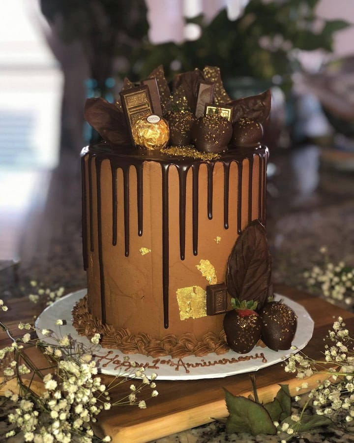 Is your significant other a fan of chocolate? We'll walk you through how to decorate and create a triple chocolate cake like this. Oh, and there is edible 24 karat gold!