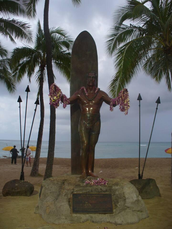 Hawaii, monumento a uno de los fundadores del Surf moderno