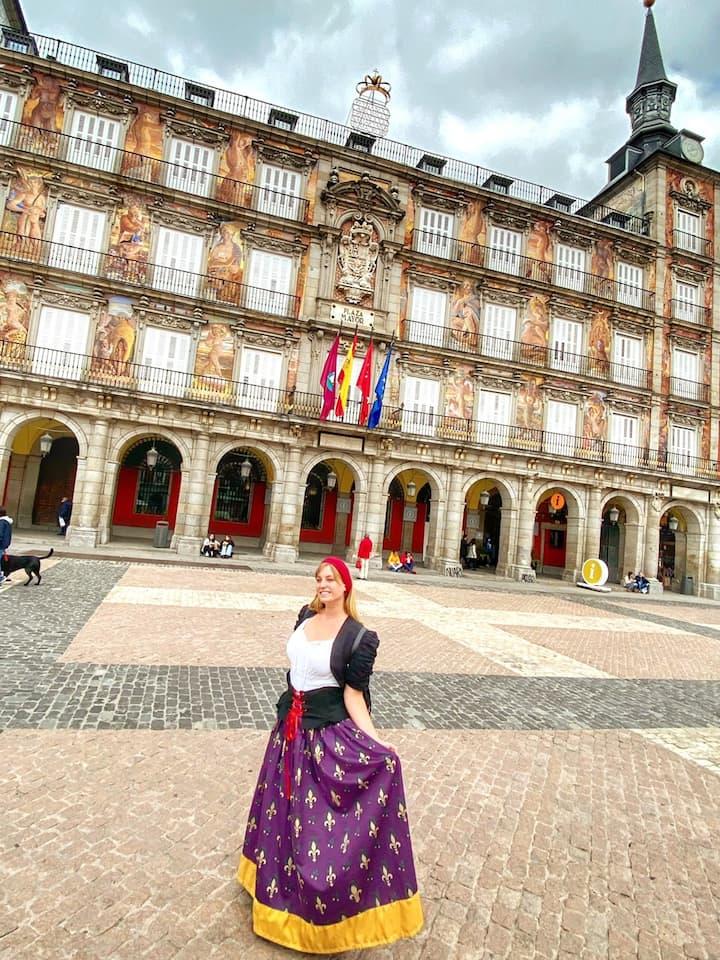 Nos encontramos con Catalina en la Plaza Mayor de Madrid.