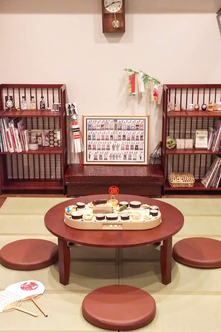 japanese room and convayor sushi belt