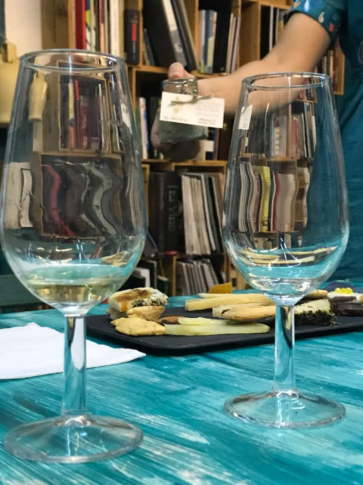 Wine and vermouth experience in Cordoba.