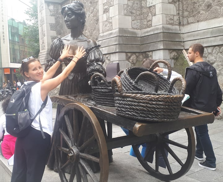 Getting some luck from Molly... Malone..