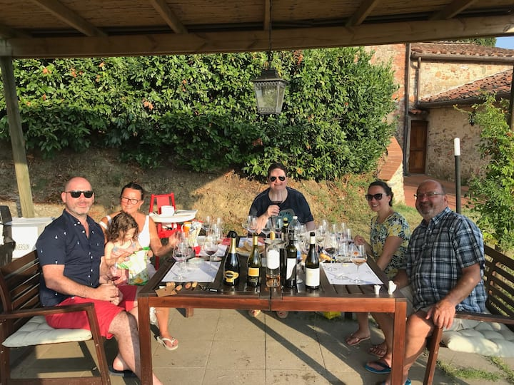 Wine tasting a Lucca at home