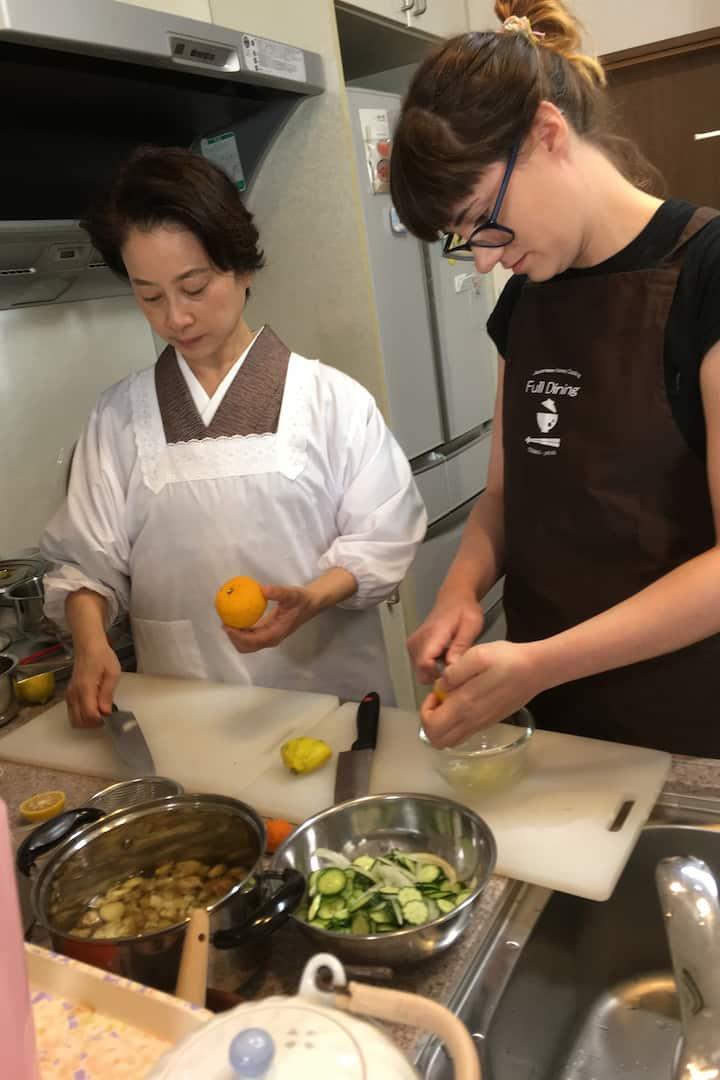 Making citrus dressing salad