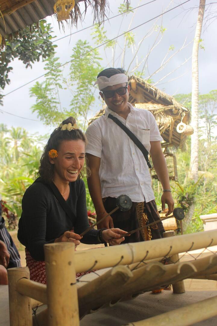 Try to play bambu instrumen