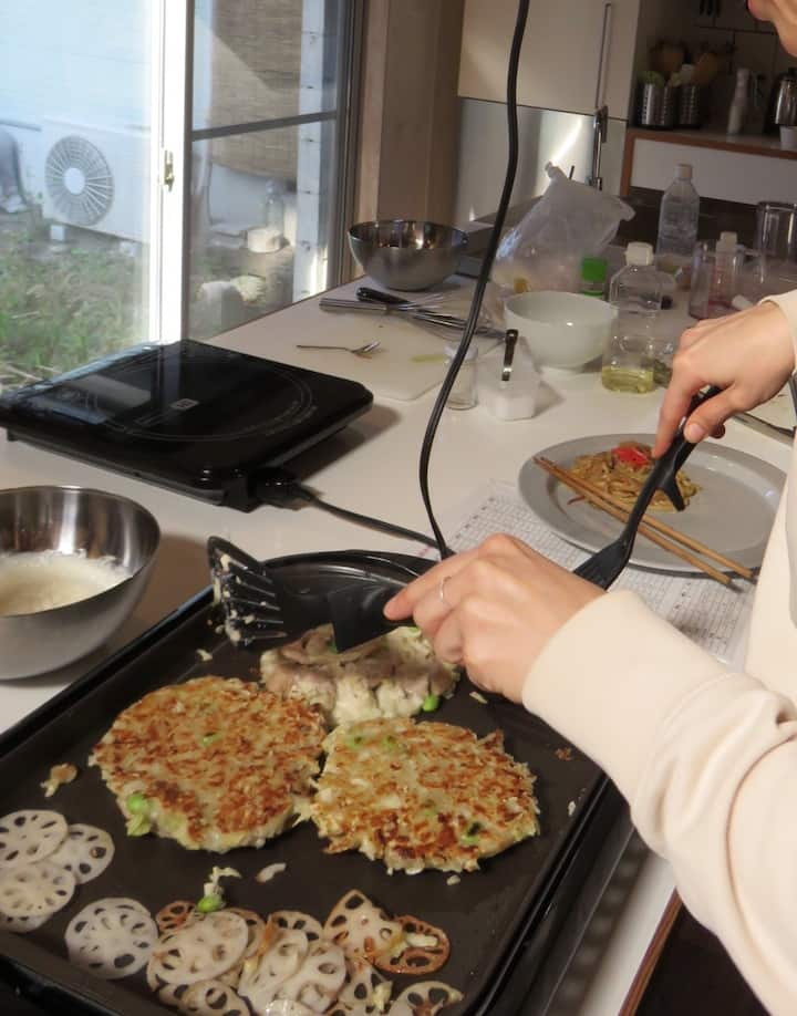 Making Okonomiyaki
