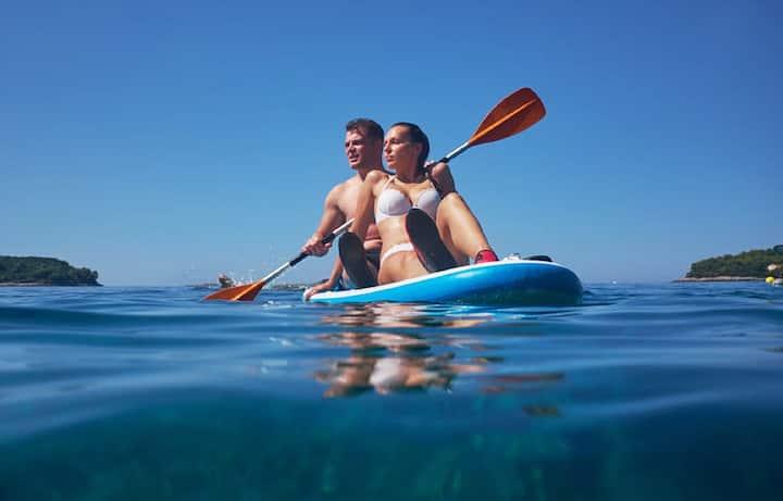 Couples paddling