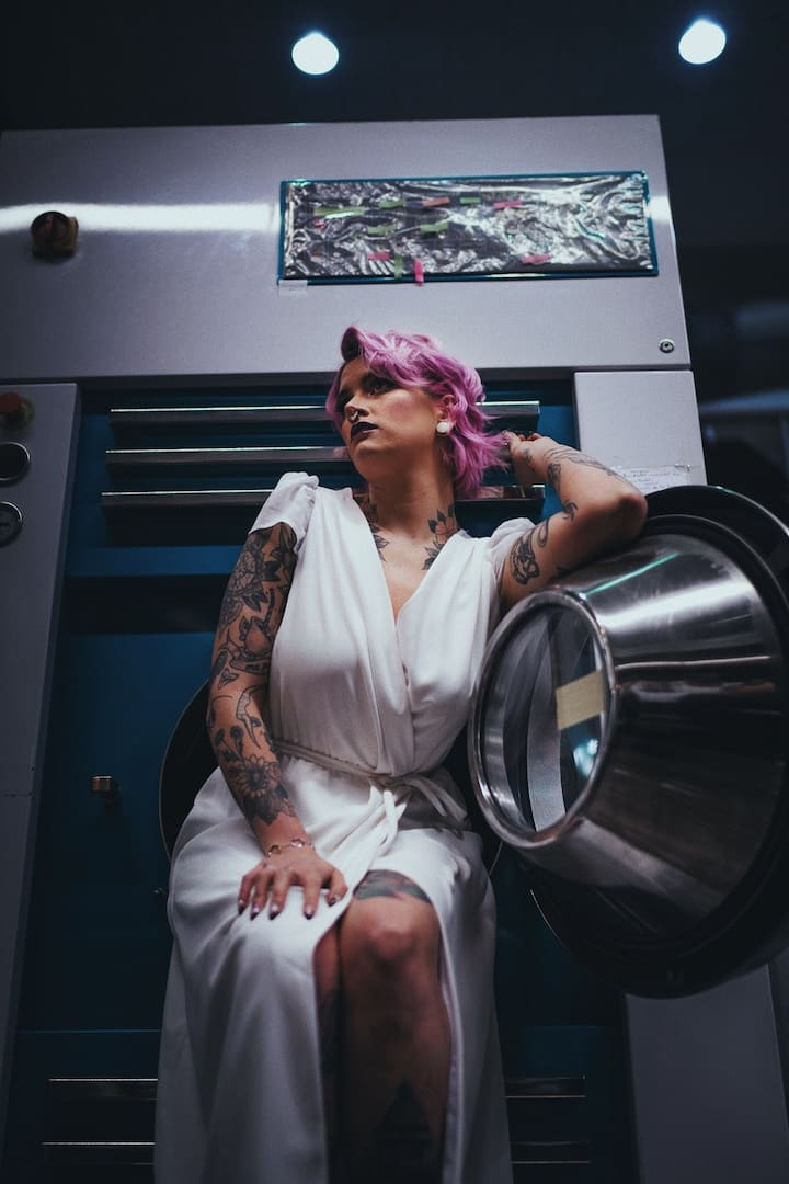 Creative shoot with Josie in laundromat