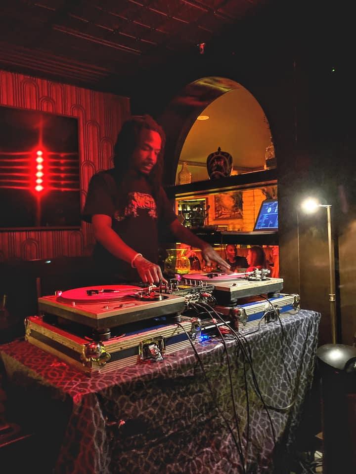 Basik Lee spinning old school hip hop
