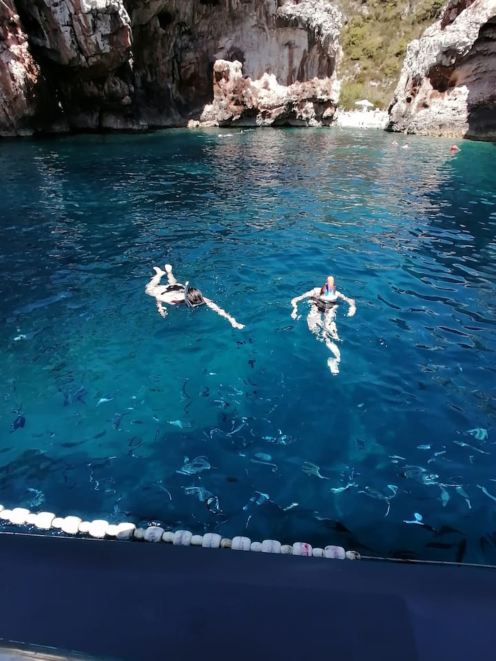 Stiniva bay(snorkeling with fish)