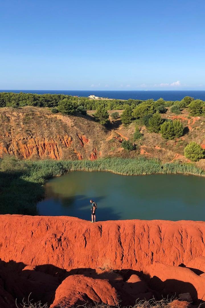 Il Lago Rosso nell'Ex Cava di Bauxite