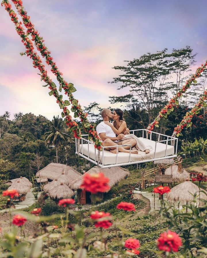Couple swing Ubud