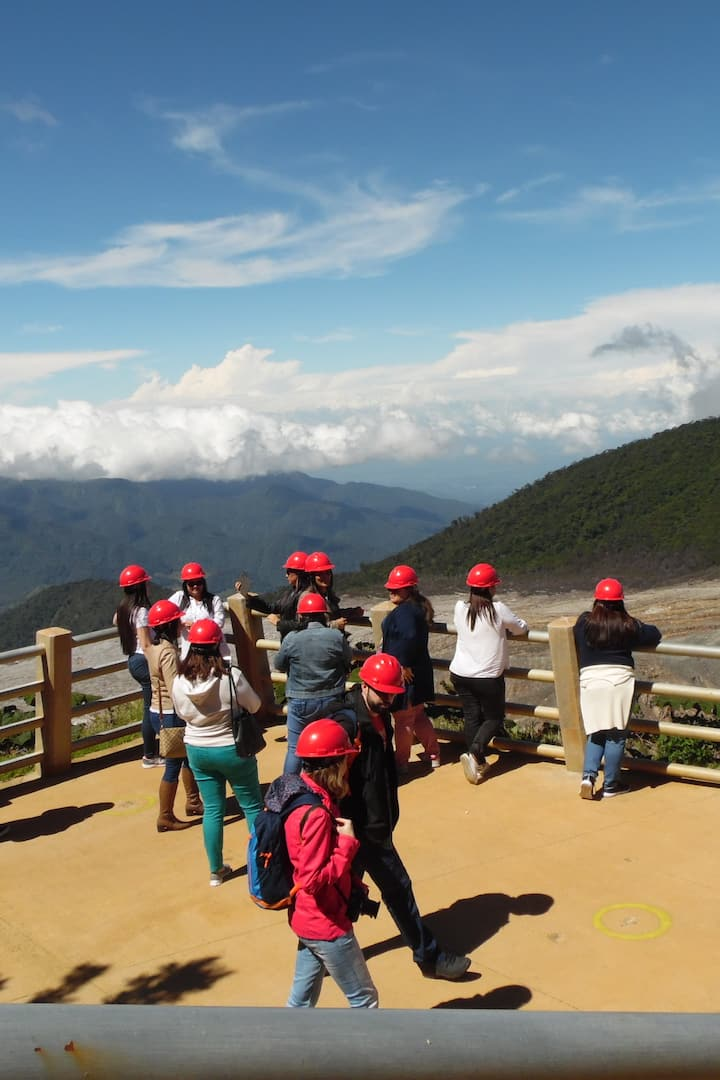 Look outs on Poás Volcano.