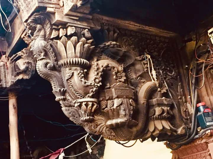 The beautiful carvings in the wada