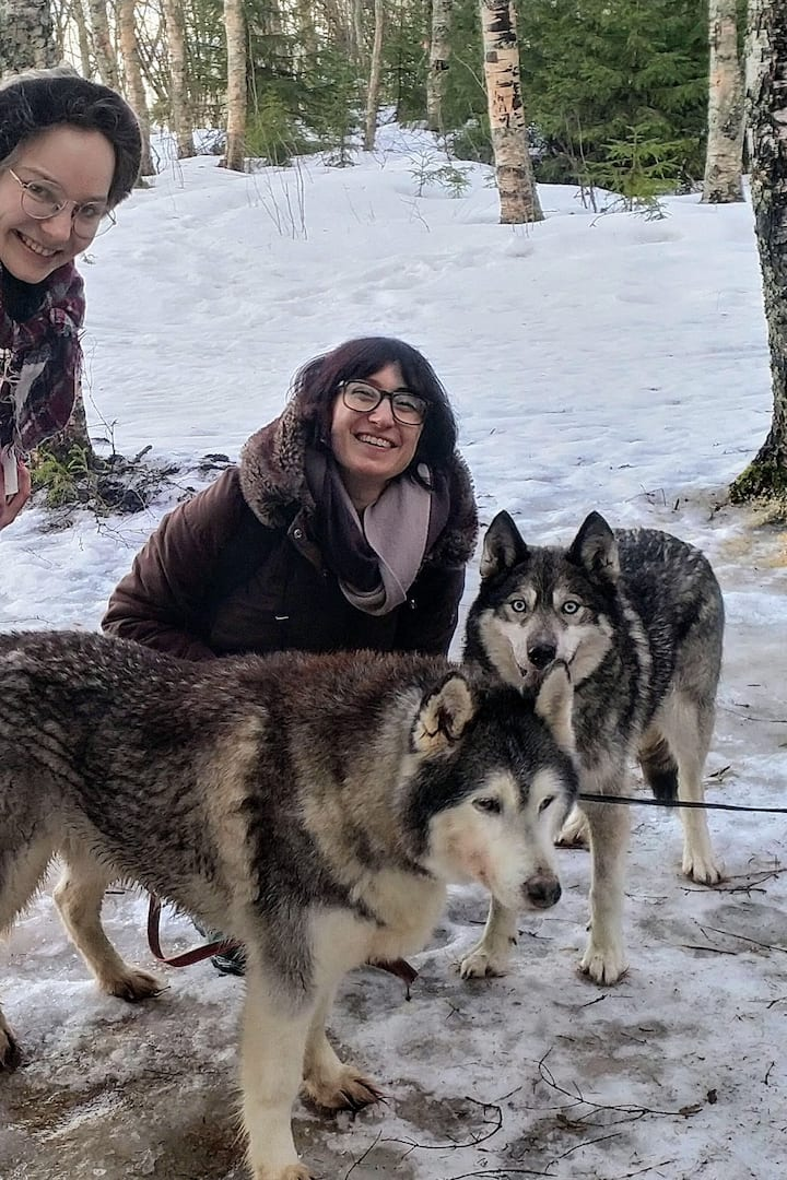 The first happy guests with the Huskies