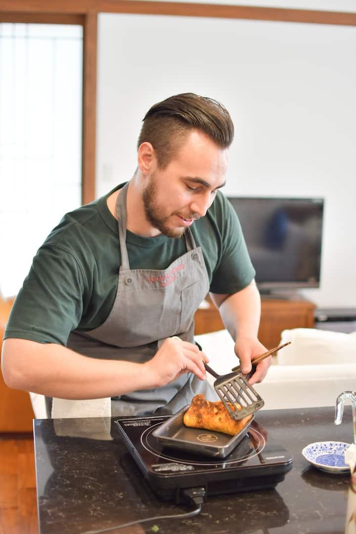 Making Tamago-yaki, omelete