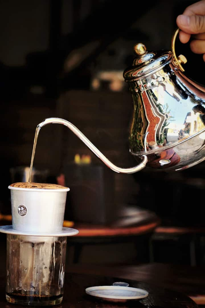 Brewing coffee by Vietnaemse PHin filter