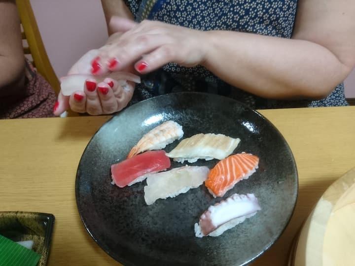 Squeeze Nigiri-Sushi