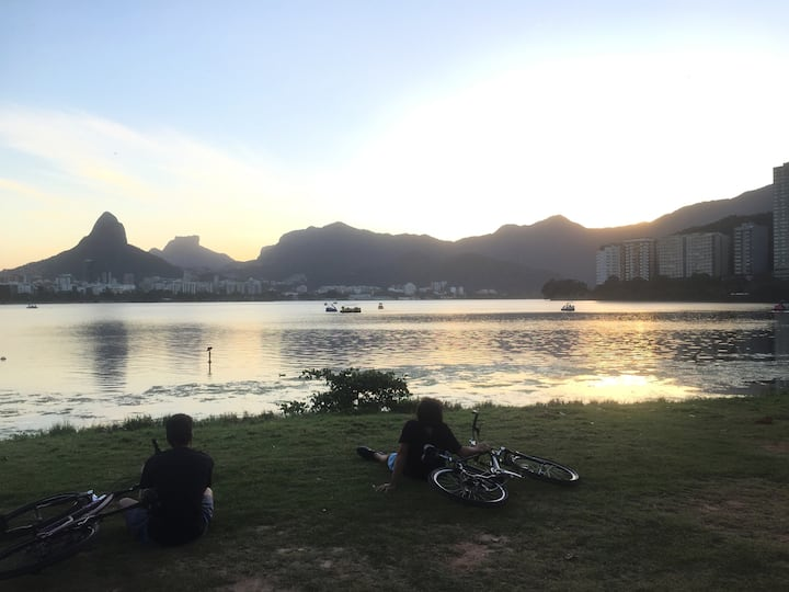 Bikers resting at Lagoa