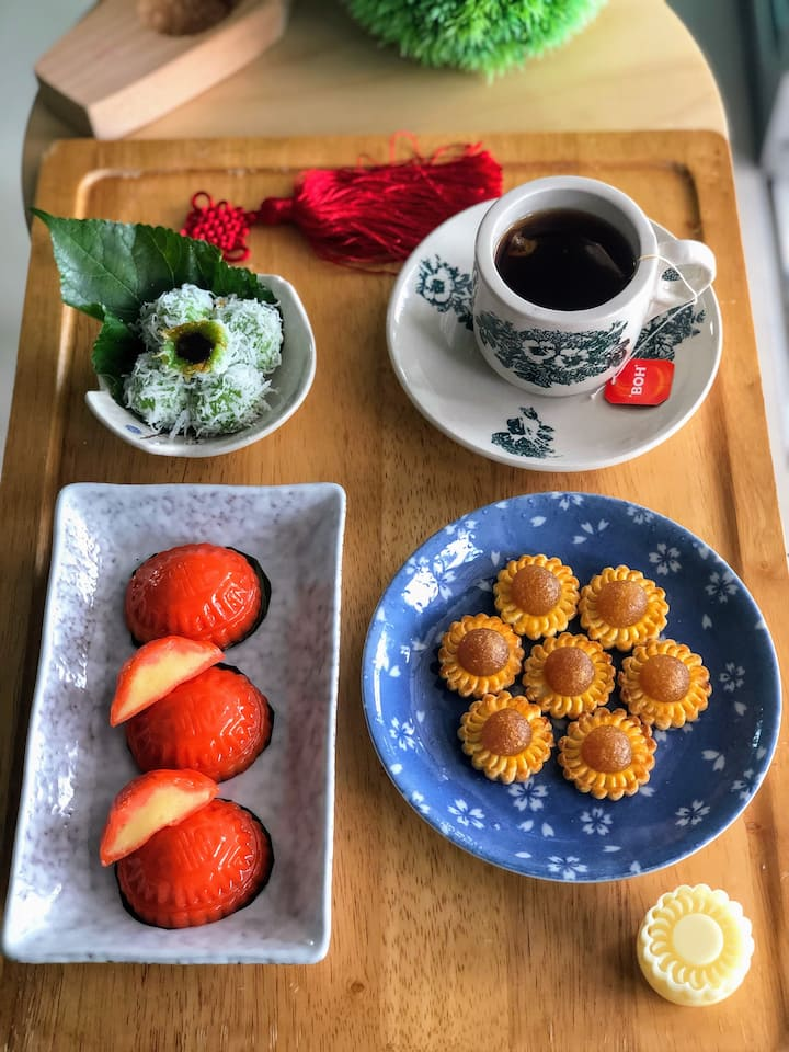 Angku Kuih, Pineapple Tarts & Onde-onde