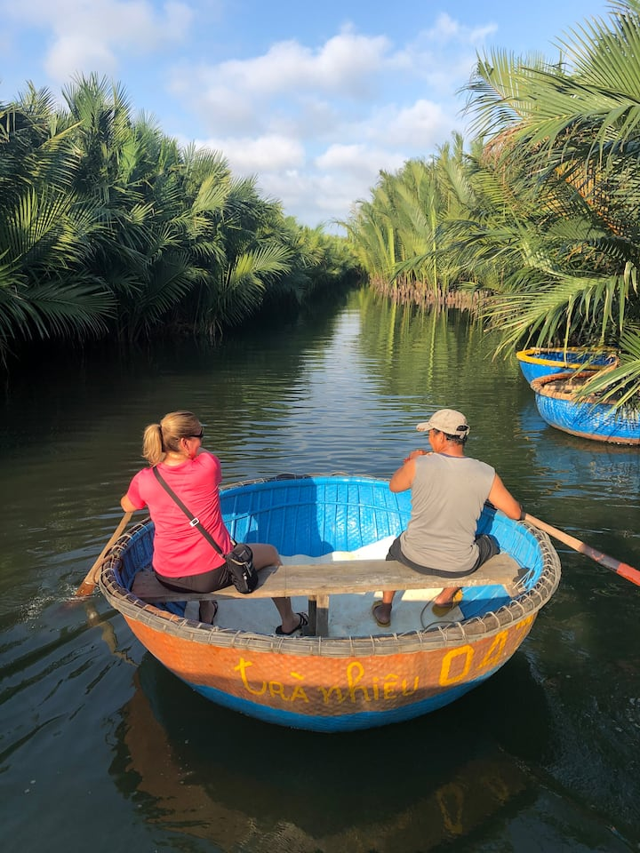 Learn and paddle the round boat