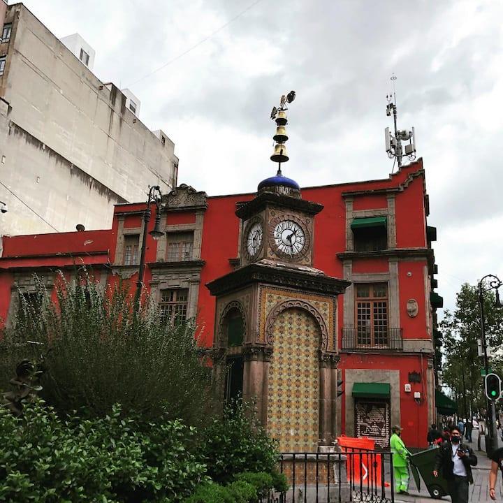 Reloj otomano y cantina Gallo de oro