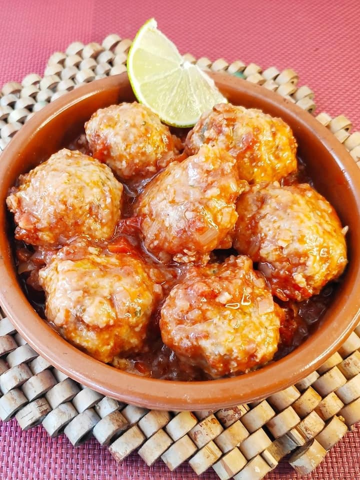 Meatballs ( vegetarian option )