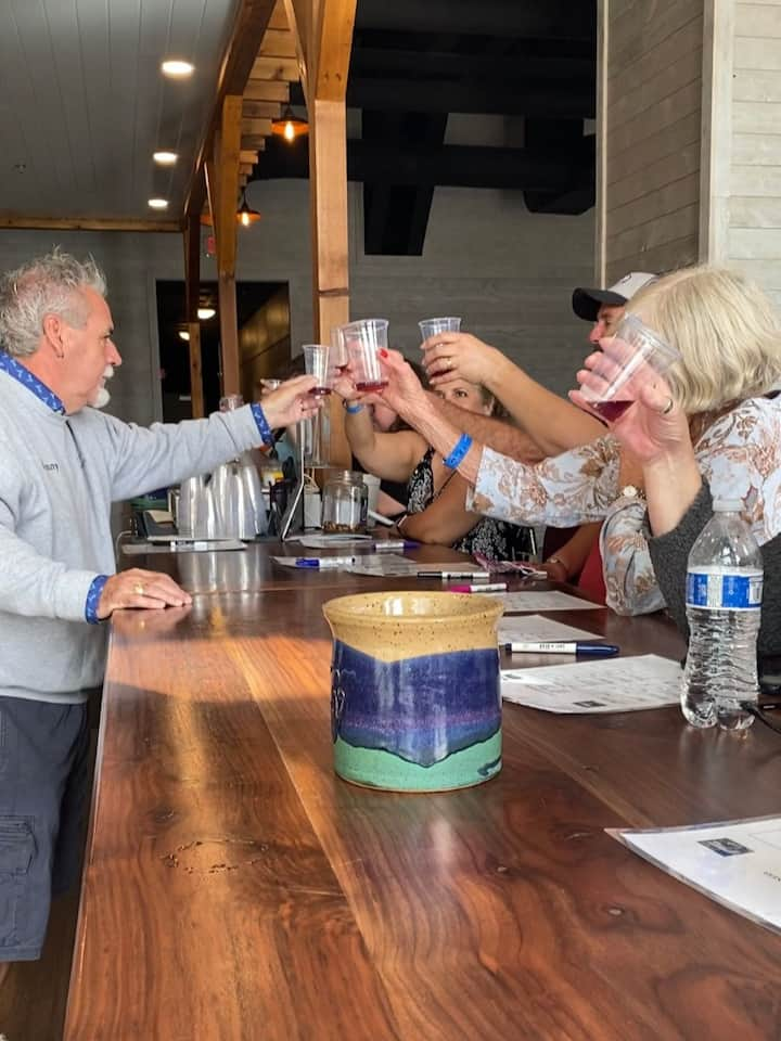 Vineyards'owner toasting to our veterans