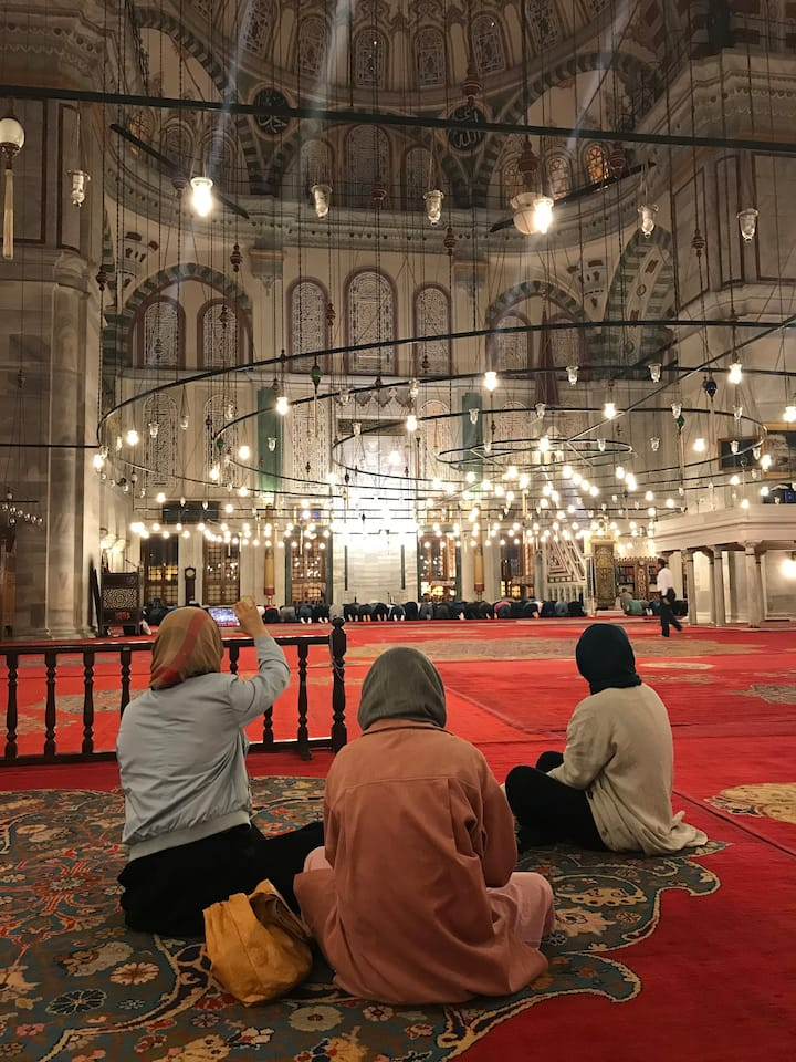Praying ceremony at Fatih Mosque