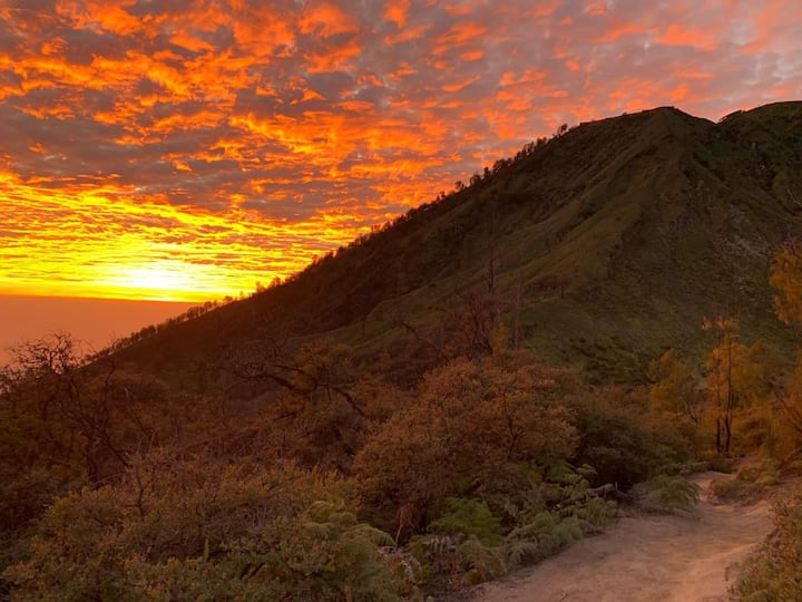 Sunrise at ijen mountain