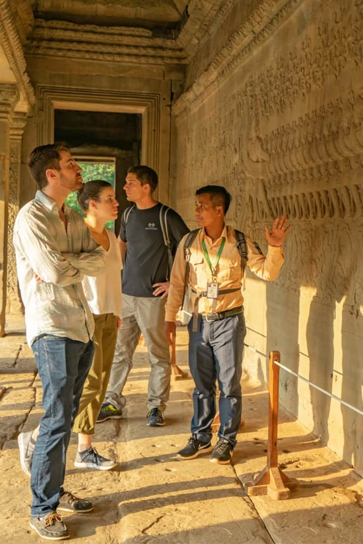 Tour with professional guide at Angkor