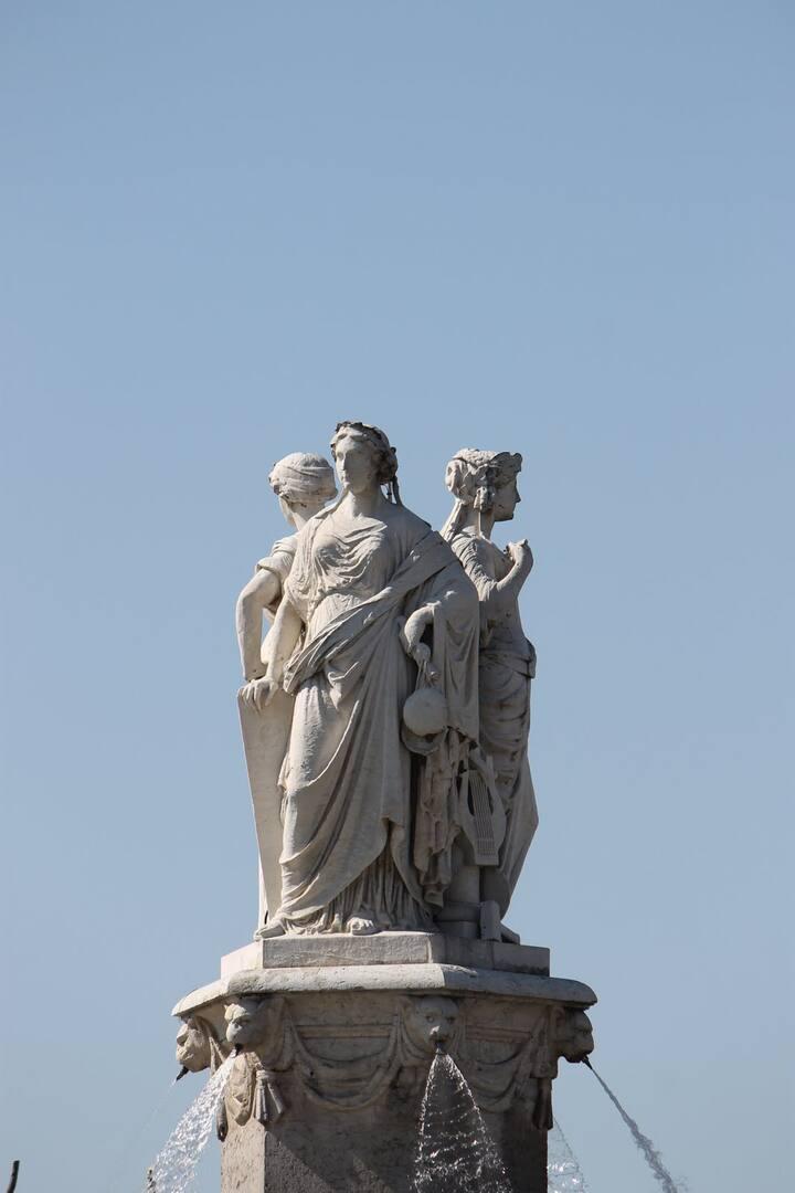 Fontaine de La Rotonde Statues