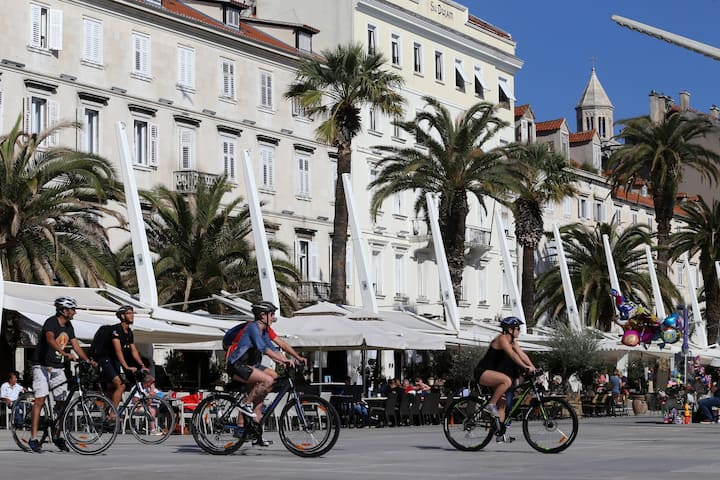 Split bike tour