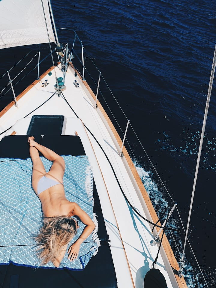 Relax on our big sun bed while sailing ⛵️