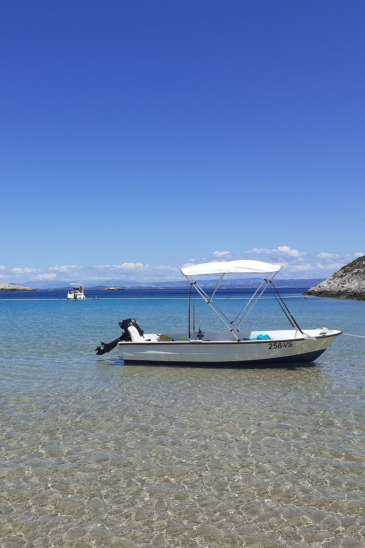 Smokova Bay