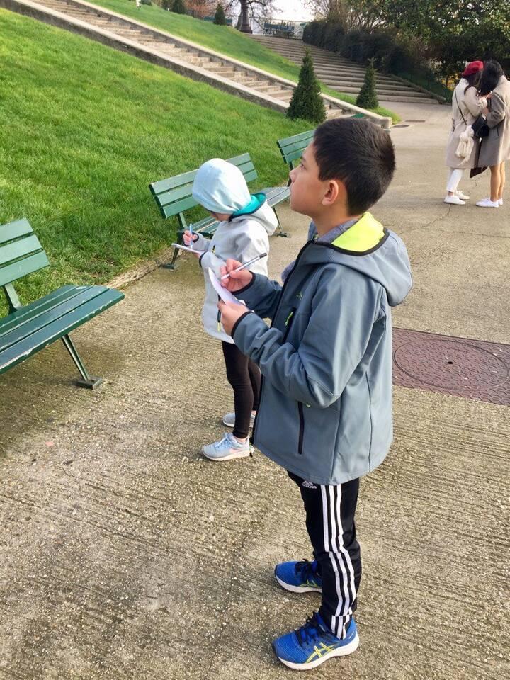 Kids' activity - sketching Sacre Coeur