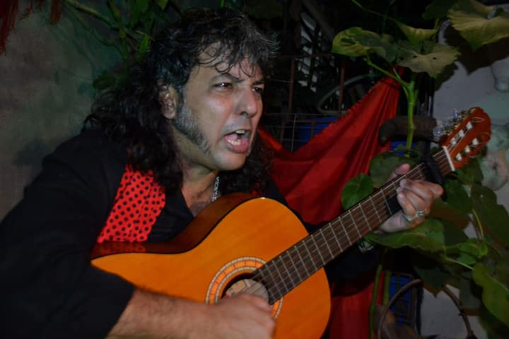 live flamenco passion by Joel, the host