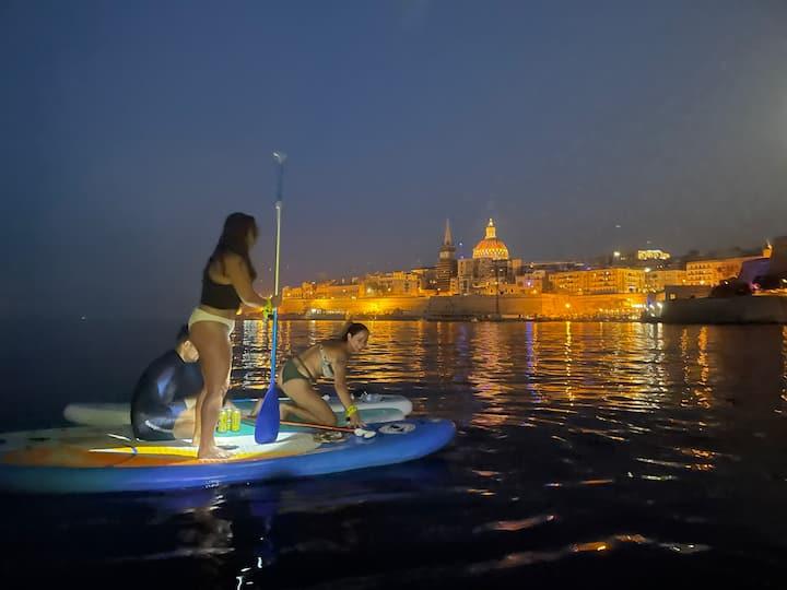 Paddle, beer, fun & full moon. Valletta