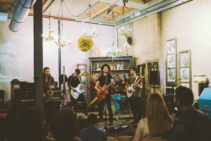 A vintage venue secret concert