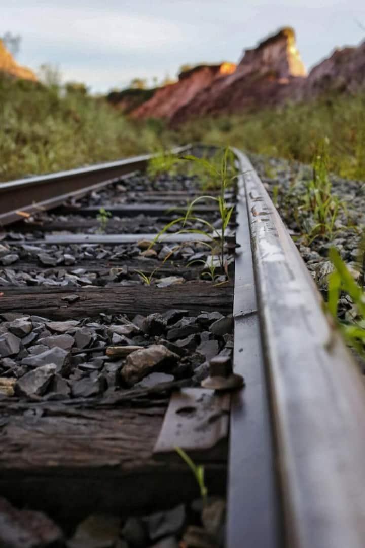Nós trilhos do trem