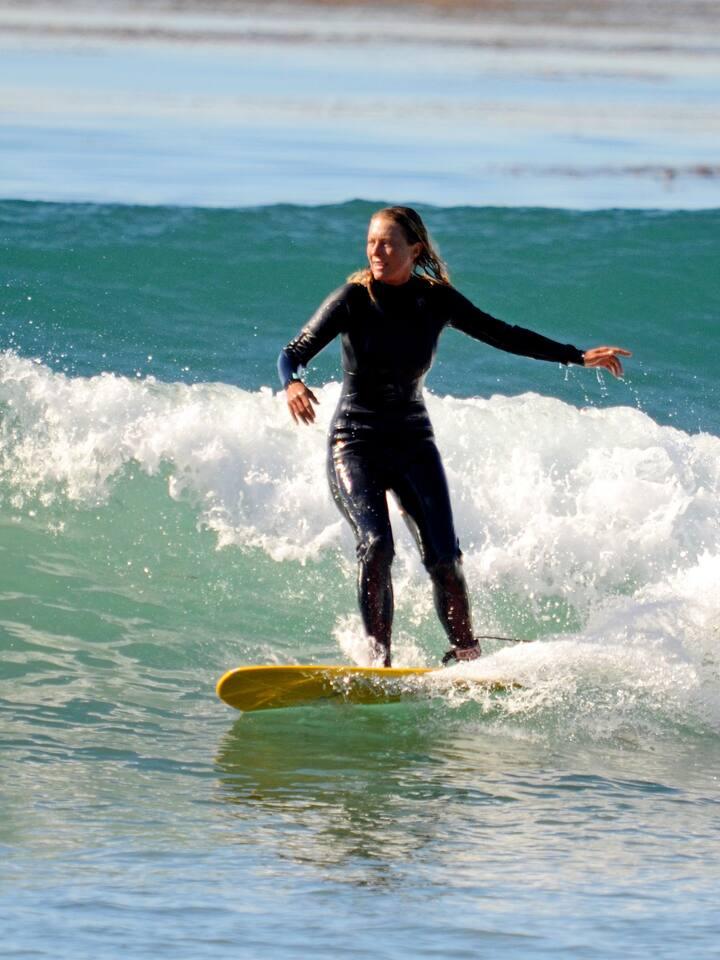 Simone Surfing